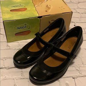 Naot Trendy Black Velvet Dress Pumps